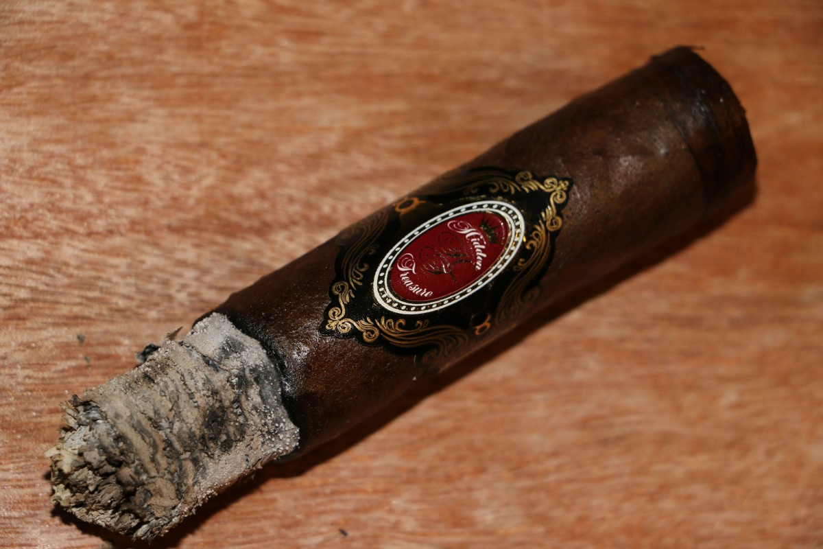 """Soft creamy texture"" Hidden Treasure Gran Toro Cigar Review."