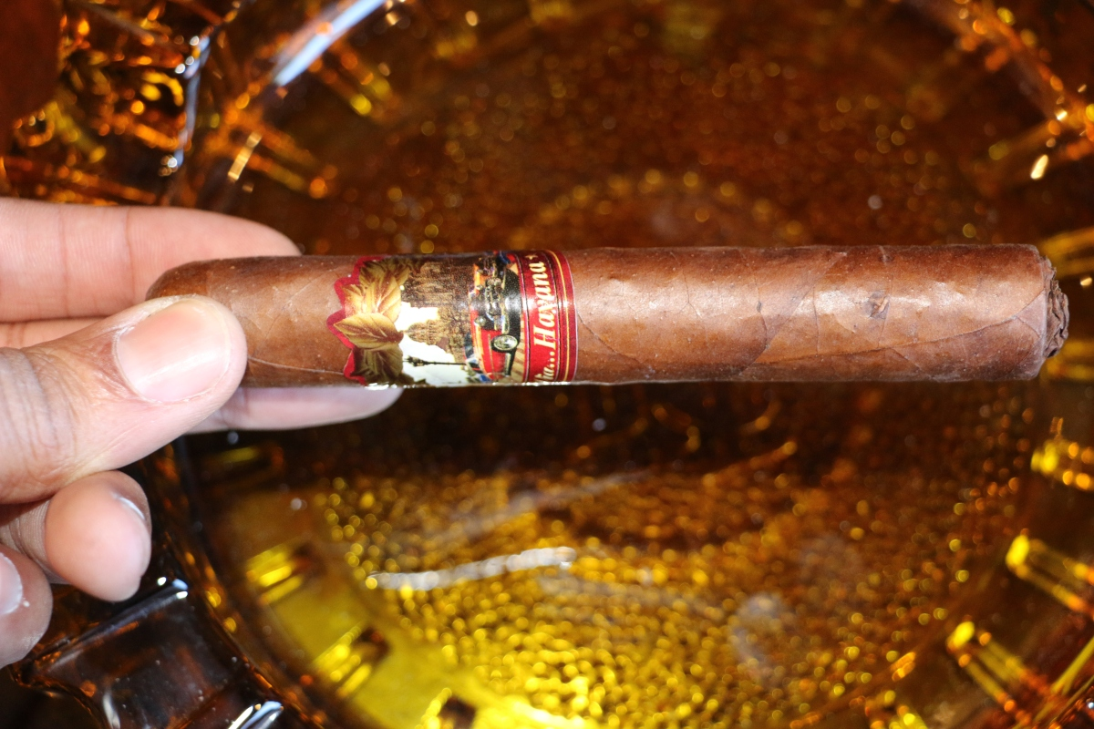 """Hearty reddish-brown"" Cuba Rica Tabacalera Via Havana Corojo Cigar Review."